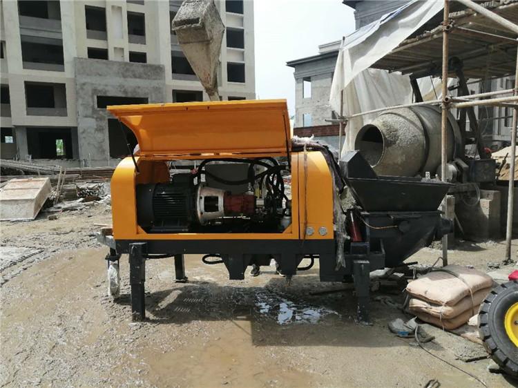 二次构造浇筑泵现场
